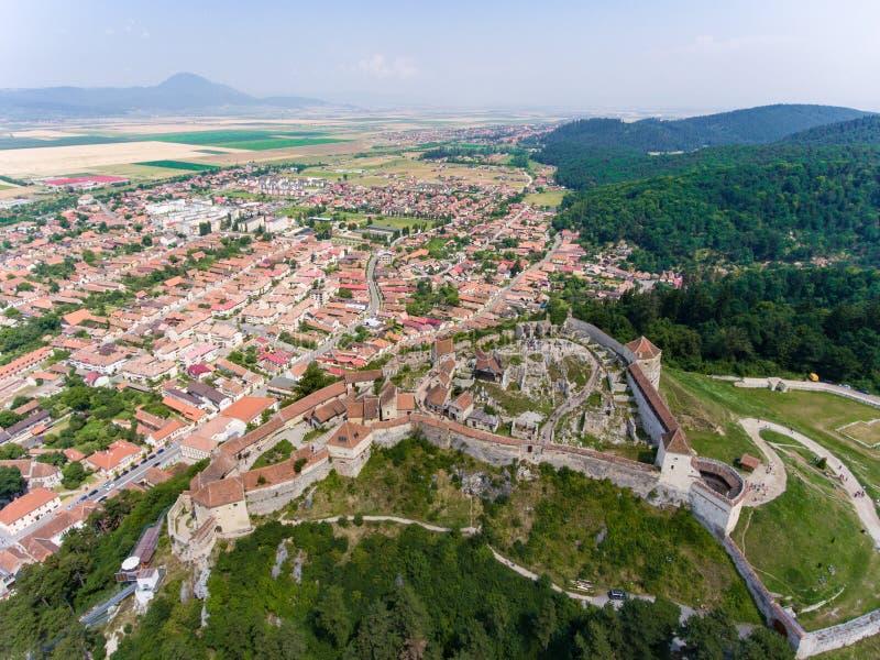 Den saxiska fästningen Rasnov nära Brasov i Transylvania Rumänien A royaltyfria foton