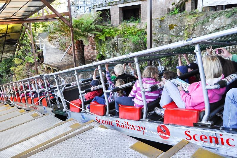 Den sceniska järnvägen är spänningen av 52 en sluttning för gradsluttning som 128% rider den mest steepest passagerarejärnvägen i royaltyfria foton