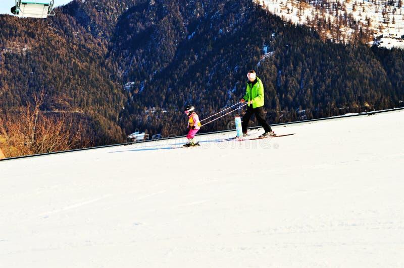 In den Schweizer Alpen Ski fahren, La Tzoumaz stockbilder