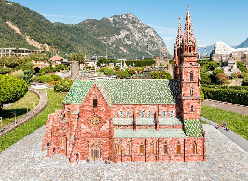 Den schweiziska miniatyren parkerar i den Melide, Basle domkyrkan royaltyfria foton