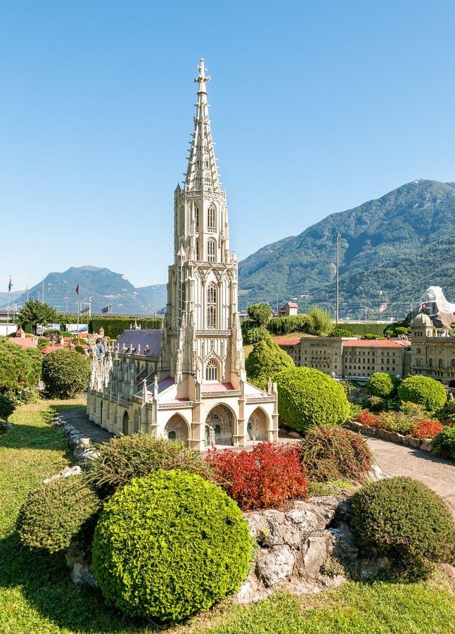 Den schweiziska miniatyren parkerar i den Melide, Berne domkyrkan arkivfoton