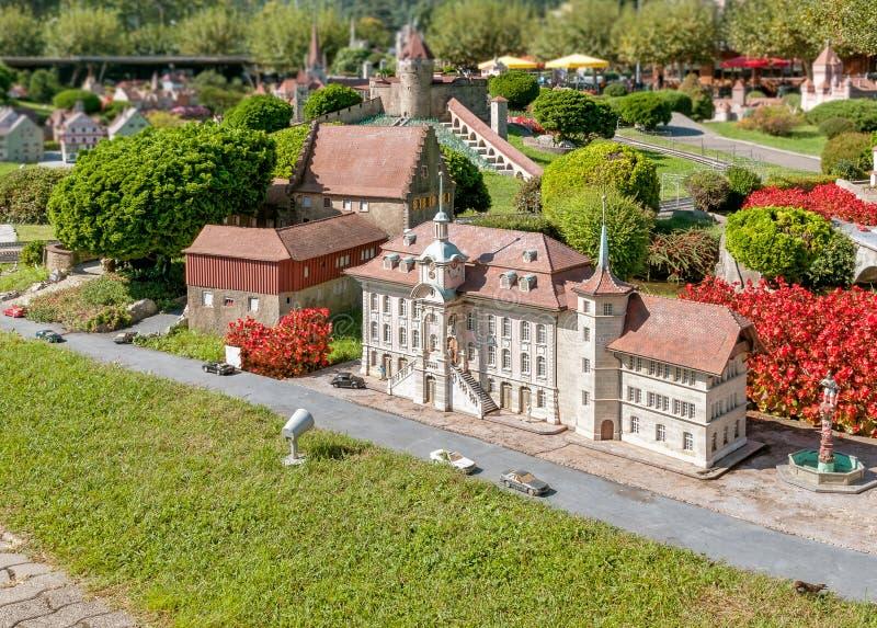 Den schweiziska miniatyren parkerar i Melide, det Zofingen stadshuset royaltyfria foton
