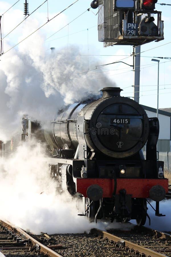 Den Scots Guardsmanångalokomotivet testar på körning arkivbild