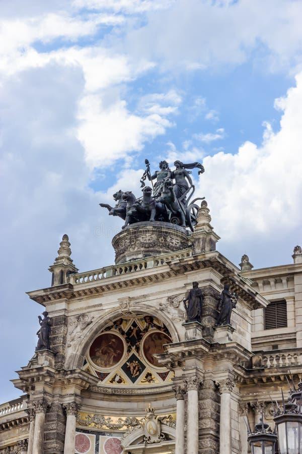 Den Semperoper operahuset mot blå himmel detaljer dresden germany fotografering för bildbyråer