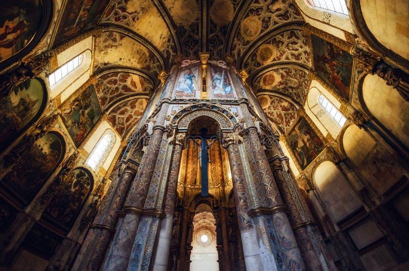 Den sena gotiska manuelinen dekorerade den runda kyrkan av kloster av christ, det forntida templar fästet och kloster i Tomar, arkivfoton
