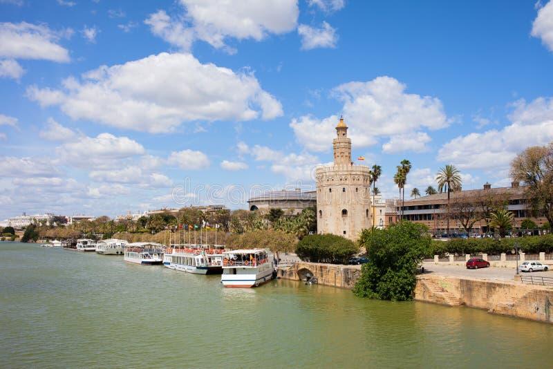 Den Seville floden beskådar arkivbilder