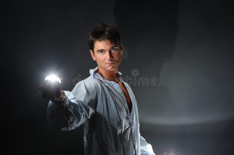 Den sexiga mannen poserar för kameran royaltyfria foton
