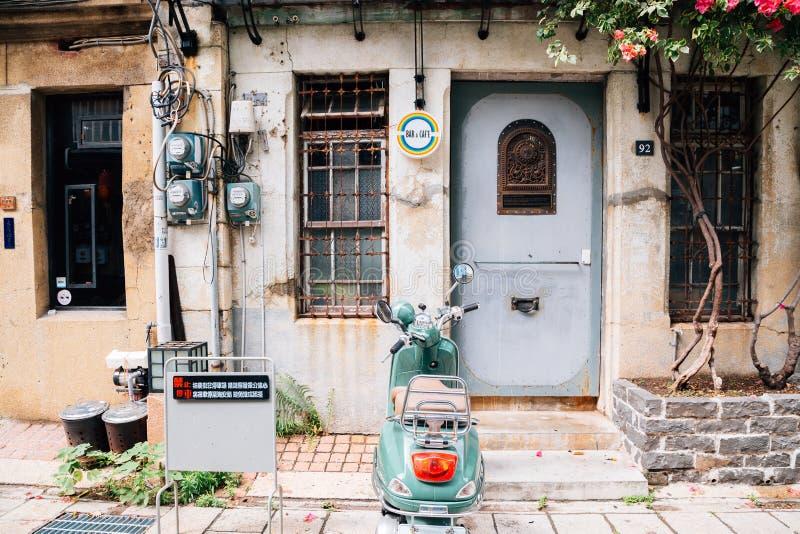 Den Shennong gatan, tappningstil shoppar och kafégatan i Tainan, Taiwan royaltyfri foto