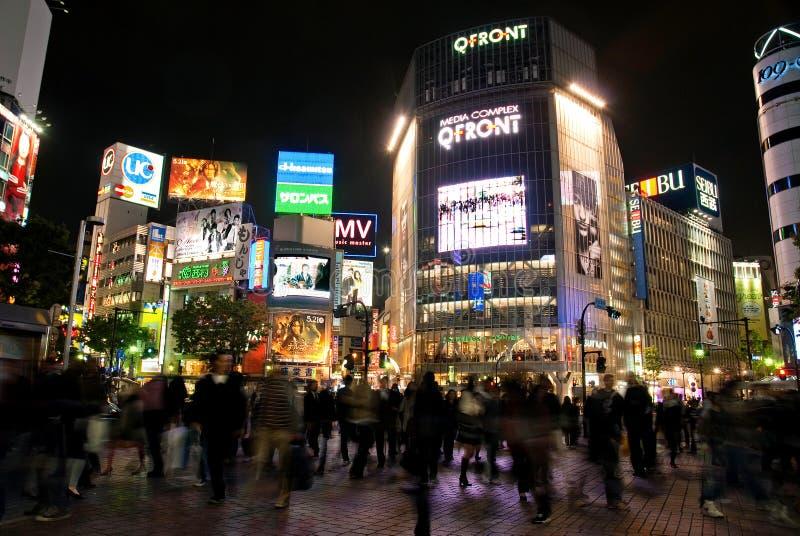 Den Shibuya korsningen hachikoen kvadrerar på natten tokyo japan asia fotografering för bildbyråer