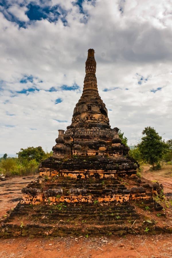 Den Shwe gästgivargården Dein Pagoda, Shan State, Myanmar royaltyfri foto