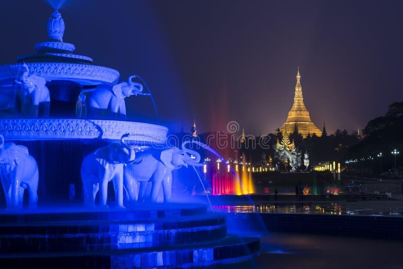 Den Shwedagon pagoden royaltyfria foton
