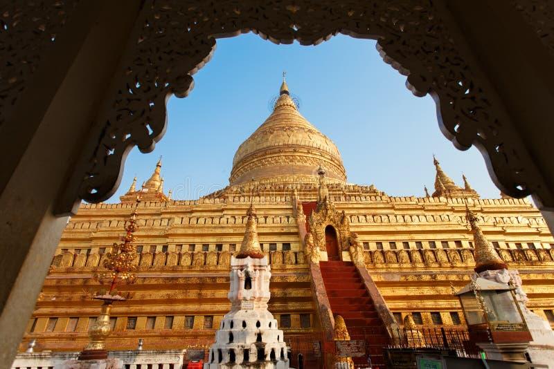 Den Shwezigon pagodaen fotografering för bildbyråer