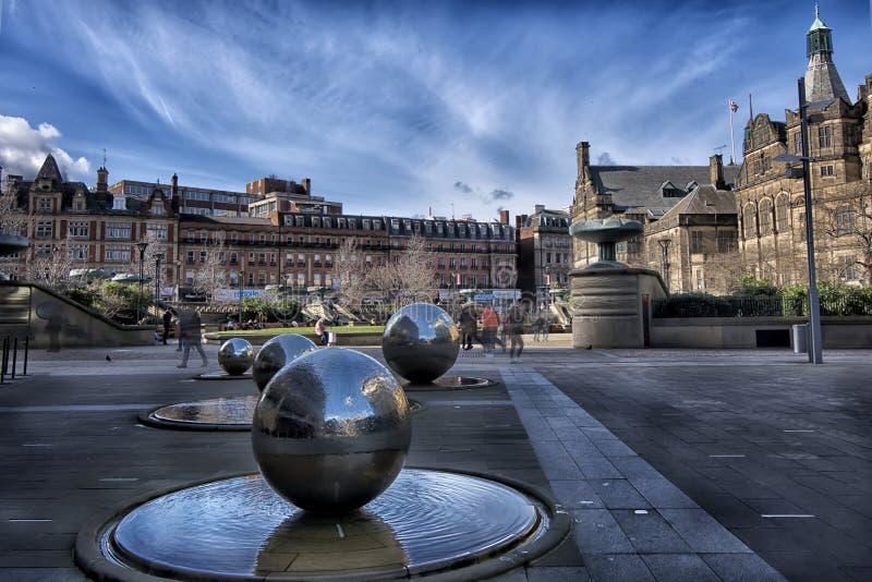 Den skulpturala gruppen i mitten av Sheffield arkivbild