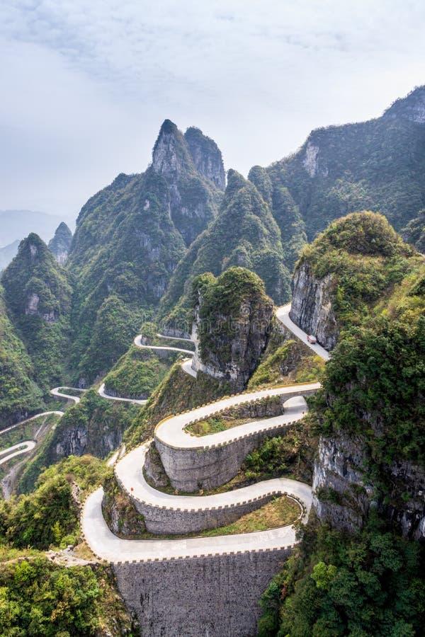 Den slingriga vägen av det Tianmen berget, Zhangjiajie nationalpark royaltyfri bild