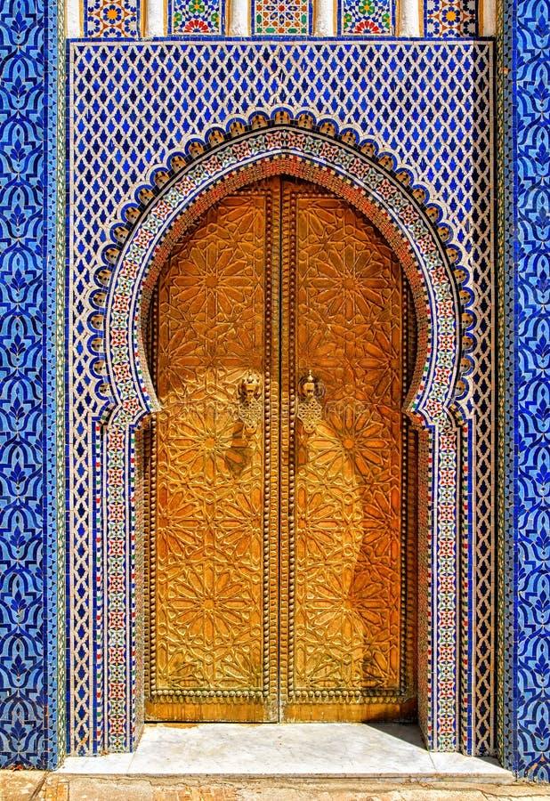 Den smyckade guld- dörren, Fes, Marocko fotografering för bildbyråer