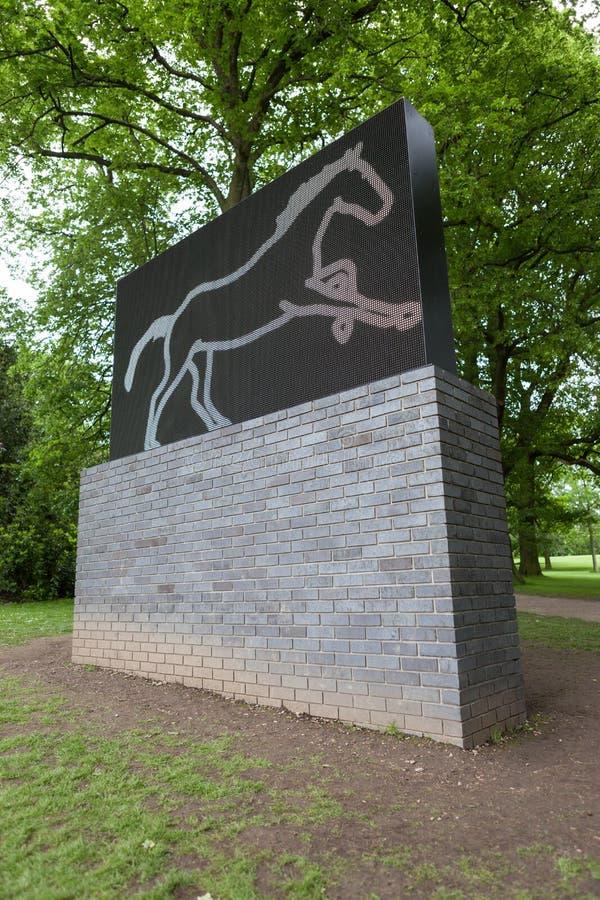 Den snabbt växande hästen av Julian Opie på Yorkshire skulptur parkerar, UK royaltyfria bilder