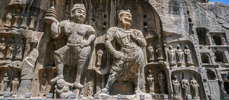 Den sned Buddha avbildar på Longmen grottor, Dragon Gate Grottoes royaltyfria bilder
