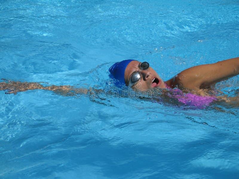 Den Sommer weg schwimmen stockfotos