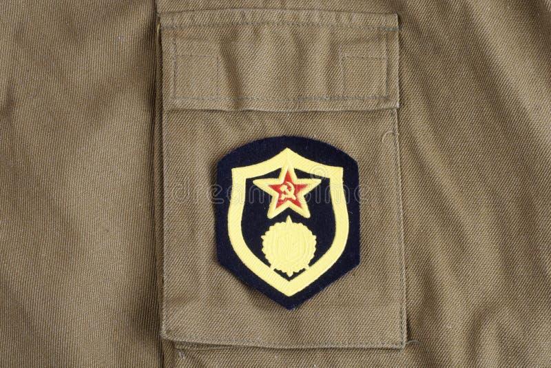 Den sovjetiska armékemikalien gå i skaror skuldralappen på den kaki- likformign arkivfoto