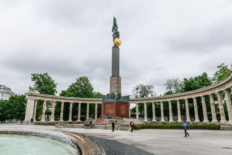 Den sovjetiska krigminnesmärken i Wien arkivfoton