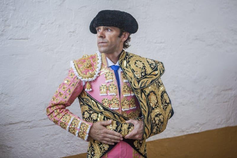 Den spanska tjurfäktaren Jose Tomas fokuserade totalt ögonblick för arkivfoto