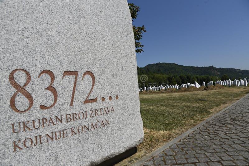 Den Srebrenica-Potocari minnesmärken och kyrkogården royaltyfri fotografi