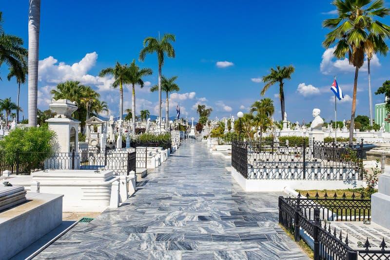 Den största kyrkogården i Santiago de Cuba kyrkogården i Santa Ifigenia royaltyfria bilder