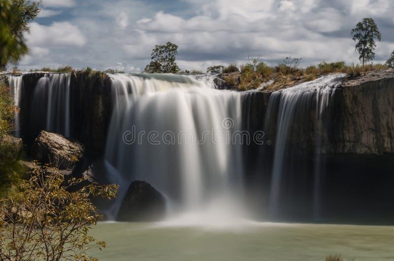 Den största och majestätiska vattenfallet i Vietnam är torra Nur royaltyfria bilder