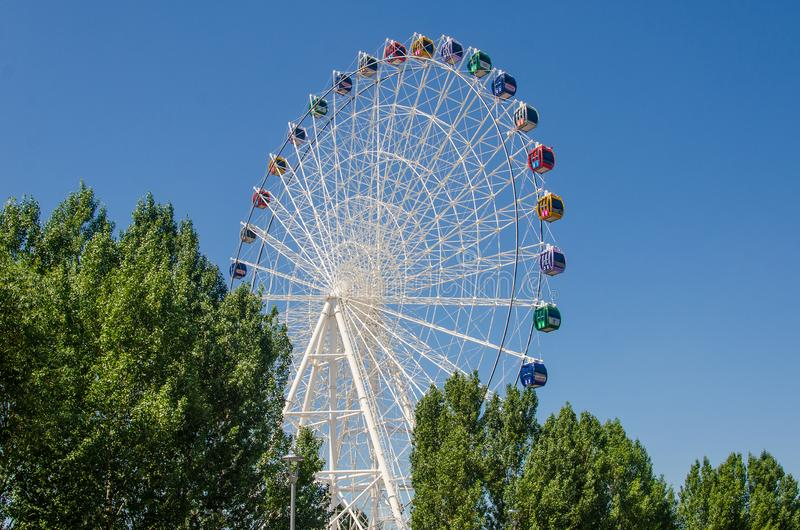 Den största pariserhjulen i Kasakhstan royaltyfria bilder