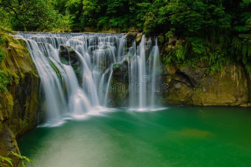Den största vattenfallet i Taiwan fotografering för bildbyråer