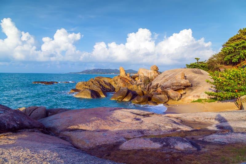 Den stenLamai stranden vaggar eller Hin Ta Hin Yai i den Samui ön Thaila arkivbild