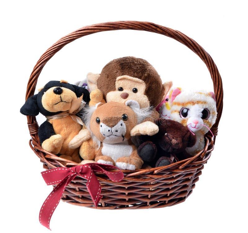 Den stoppade djura leksaker i en julkorg isolerade royaltyfria foton