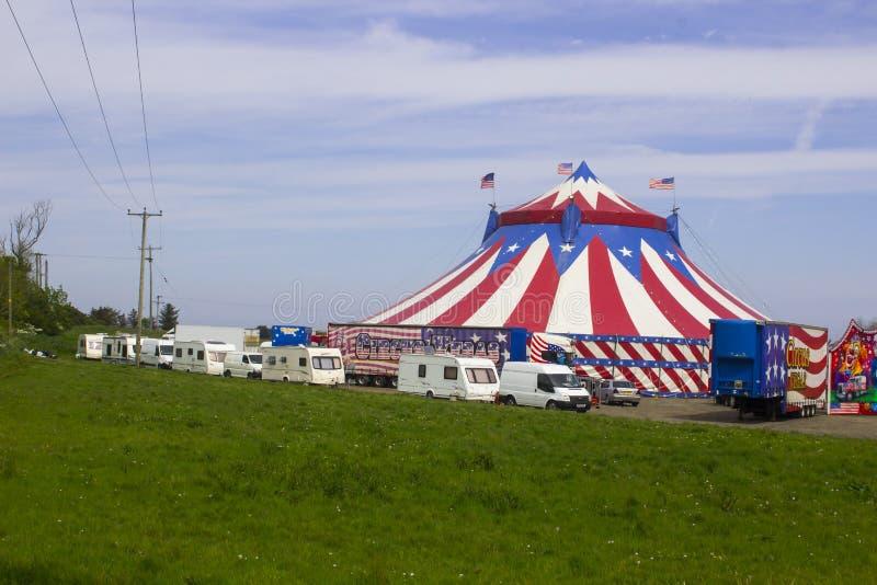 Den stora överkanten av den resande amerikanska cirkusen i Irland royaltyfria foton