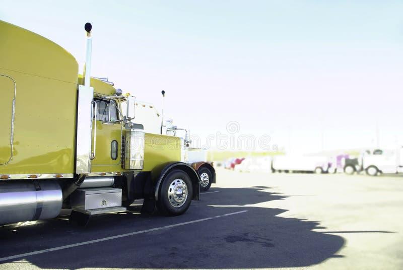 den stora blanka sidan trucks sikt arkivbilder