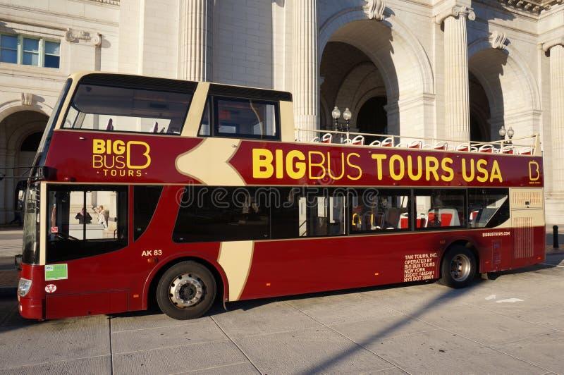 Den stora bussen turnerar bussen arkivbild