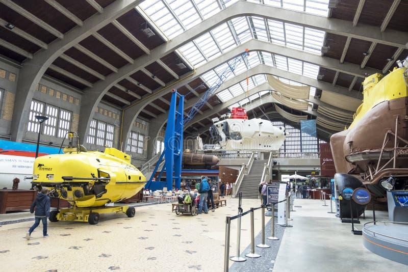 Den stora Hallen med berömda bathyscaphes i det maritima museet La Citera de La Mer i Cherbourg, Frankrike royaltyfria foton