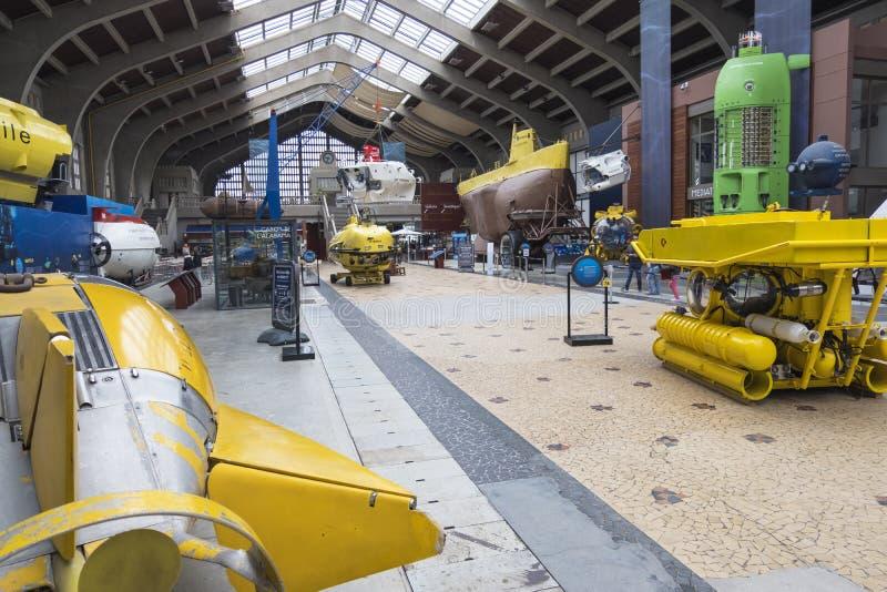 Den stora Hallen med berömda bathyscaphes i det maritima museet La Citera de La Mer Stad av havet i Cherbourg, Frankrike fotografering för bildbyråer