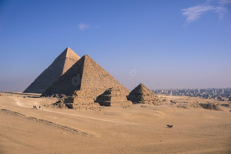 Den stora pyramiden av Giza och sfinxen, Kairo, Egypten royaltyfria bilder