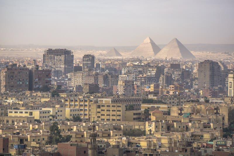 Den stora pyramiden av Giza och sfinxen, Kairo, Egypten arkivfoto