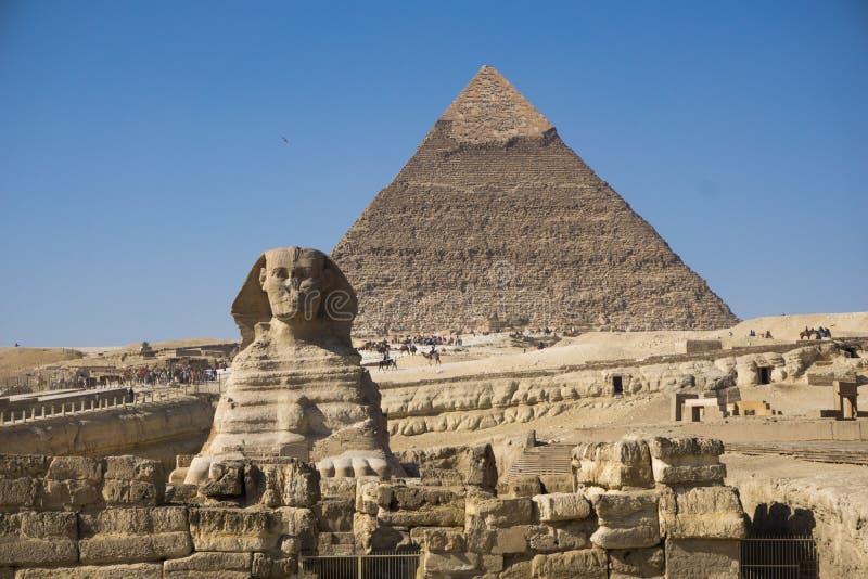 Den stora pyramiden av Giza och sfinxen, Kairo, Egypten royaltyfria foton