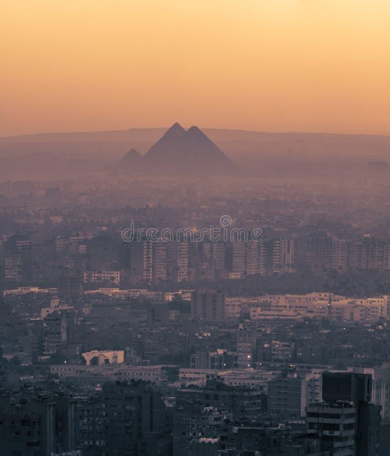 Den stora pyramiden av Giza och sfinxen, Kairo, Egypten royaltyfri fotografi