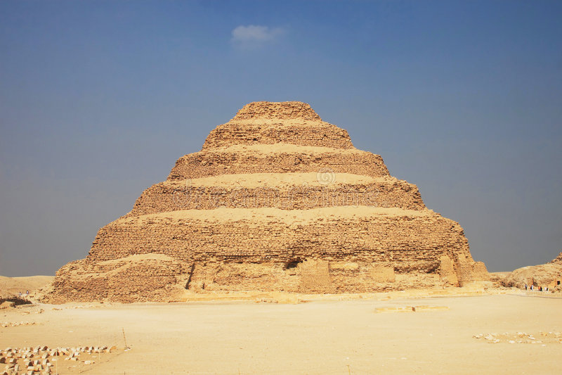 den stora pyramiden gick royaltyfri bild