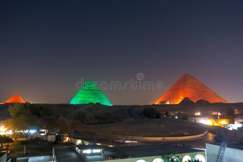 Den stora pyramiden på natten royaltyfria foton