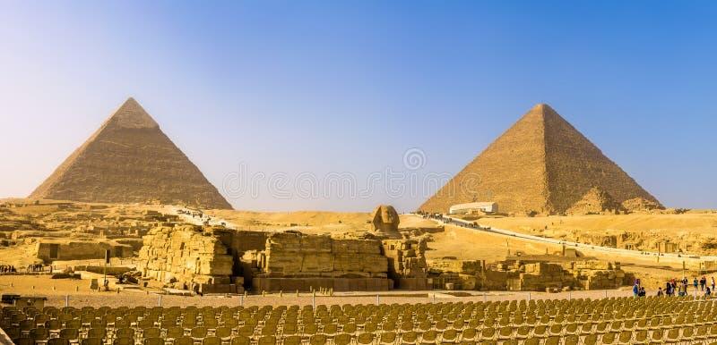 Den stora sfinxen och pyramiderna av Giza royaltyfri foto