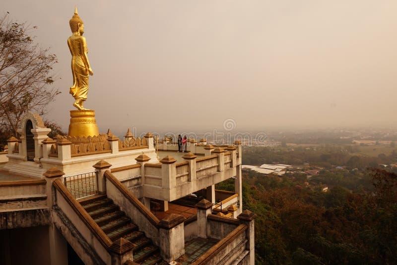 Den stora stående buddastatyn i Nan royaltyfri bild