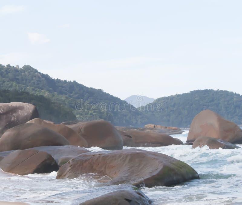Den stora stenen i havet royaltyfria foton