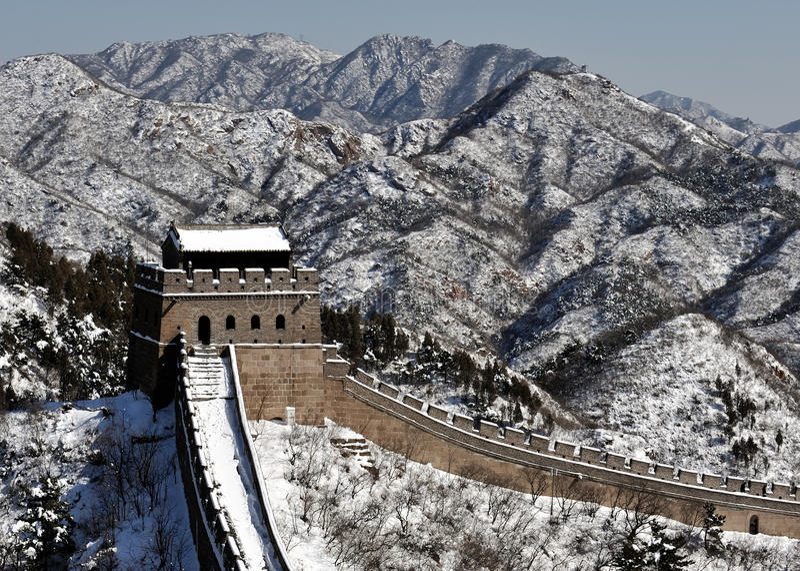 Den stora väggen i vit snö för vinter royaltyfri fotografi