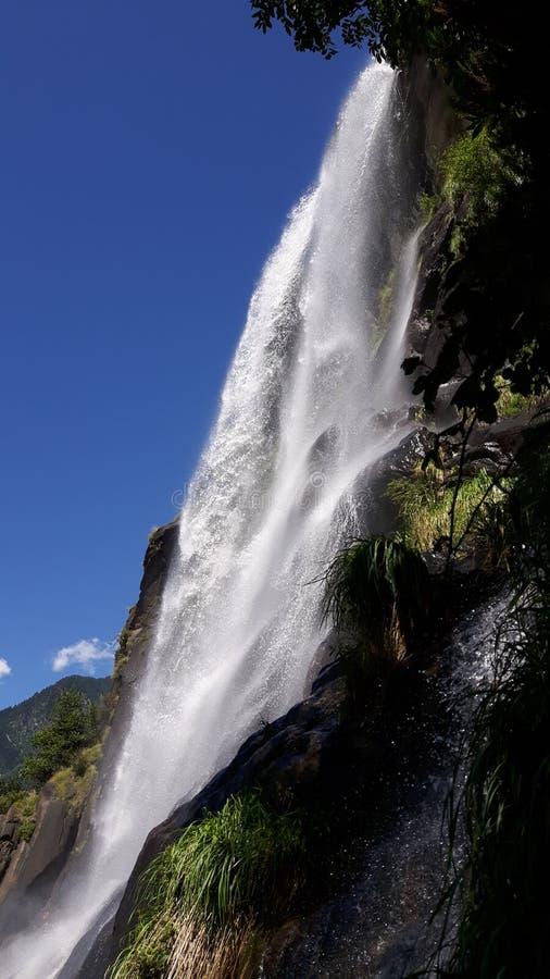 Den stora vattenfallet för fjällängar royaltyfri fotografi