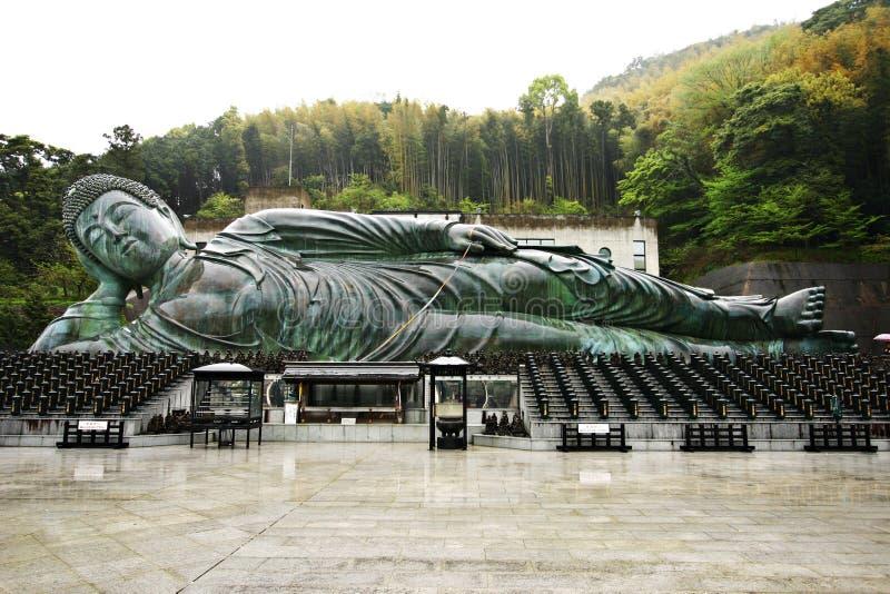 Den stora vilaBuddha på den Nanzoin templet, Fukuoka arkivbilder