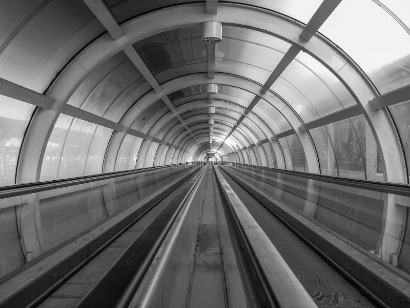 Den storartade arkitekturen av för drevstation för tunnel den internodal Bucharest norr Bucharest basaraben royaltyfri bild